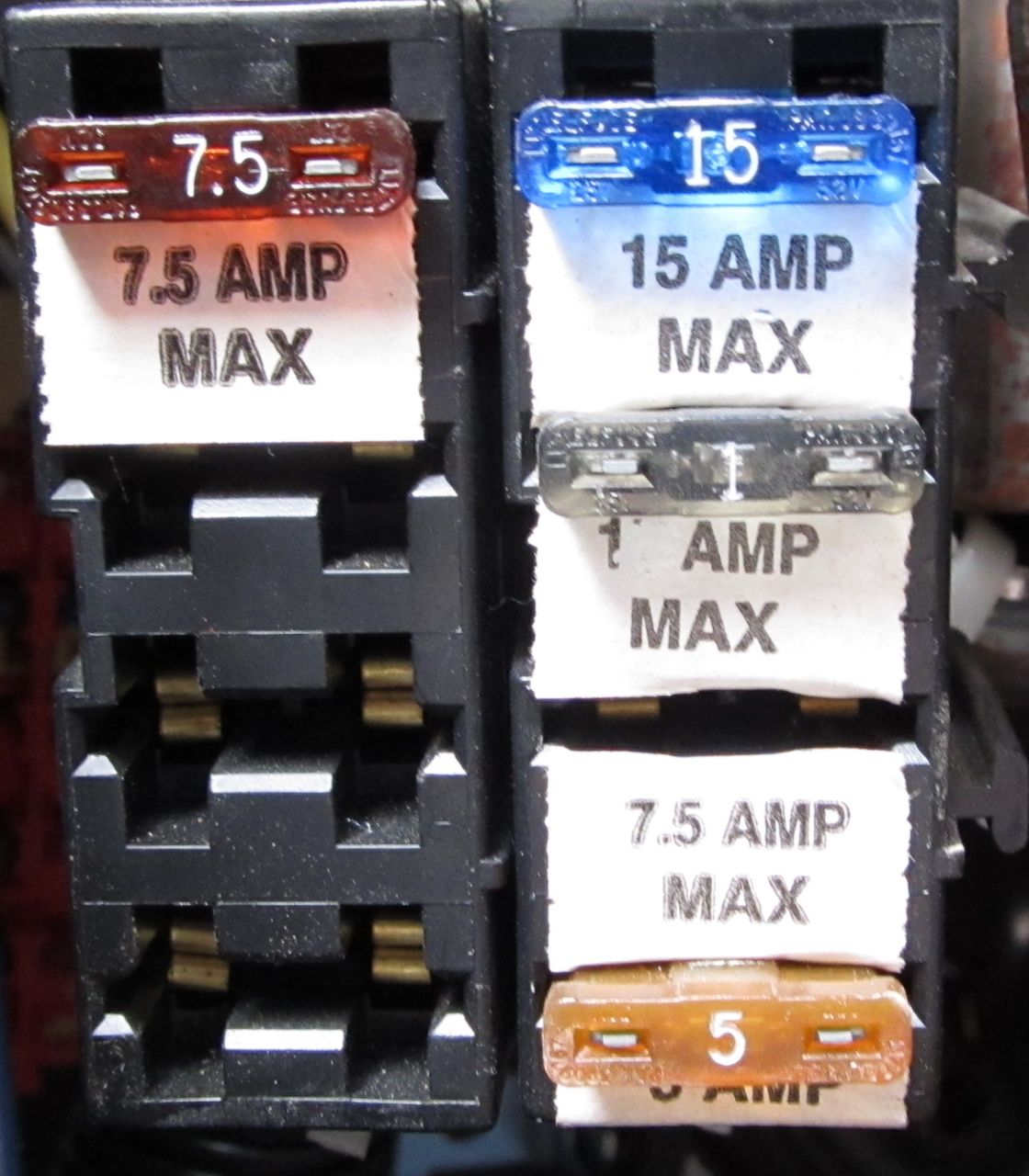 Chinook added fuse block.jpg